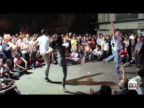 Egyptians Protest Calls to Ban Ballet with Street Performance