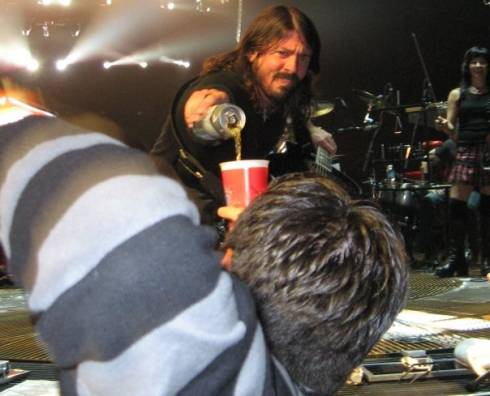 Dave Grohl Pours Beer for a Fan