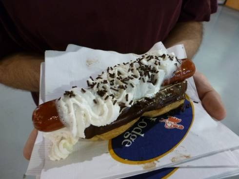Eclair Hot Dog