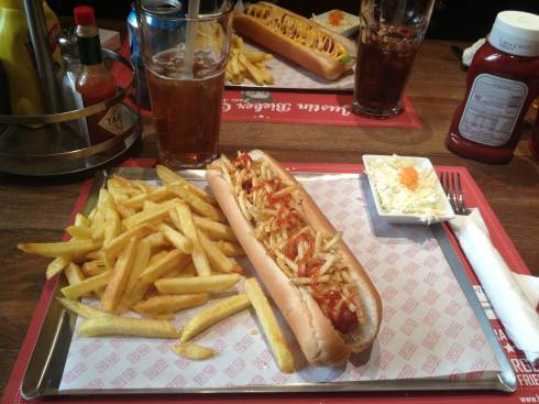 Hotdog & Beyond Opens New Branch in Hamra
