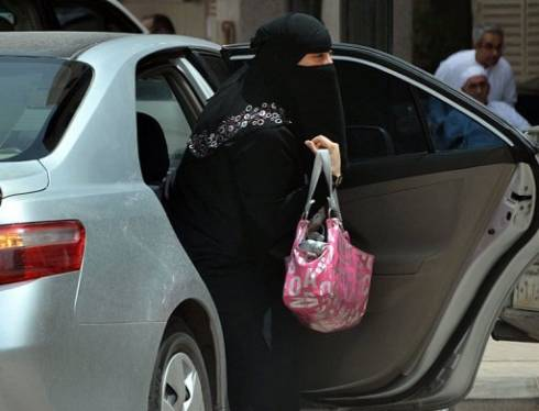 Saudi Women to be Electronically Tracked